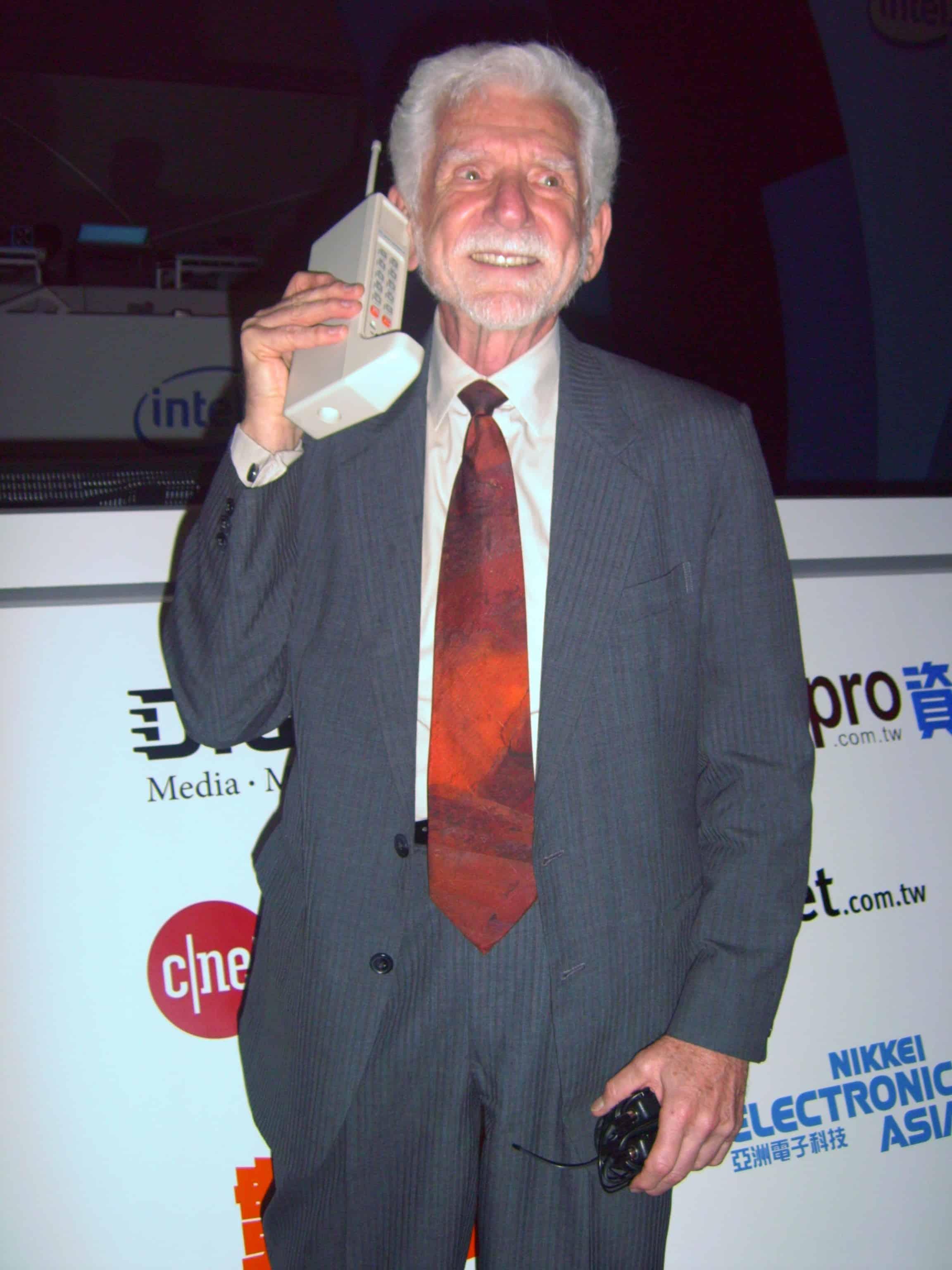 Image: Rico Shen | Dr. Martin Cooper in 2007 of Motorola in 2007 & Original DynaTAC Mobile Phone